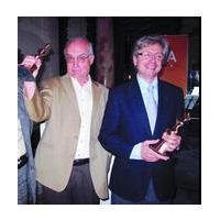 Luis Gordillo y Guillermo Antiñolo tras recibir sus premios