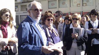 El arquitecto José García Tapial explica a los socios el recorrido